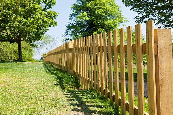 dřevěný plot ošetřování