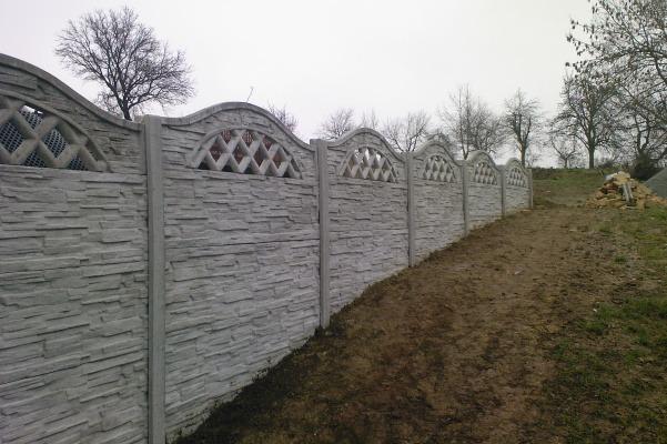 Montáž betonového plotu