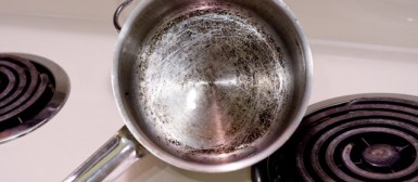 Připálené mléko, jak vyčistit hrnec