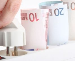 Jak šetřit v kuchyni? Odmražením lednice snížíte účty o 75 %, mytím ve dřezu….